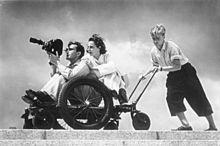 Bundesarchiv_Bild_146-1988-106-29,_Leni_Riefenstahl_bei_Dreharbeiten
